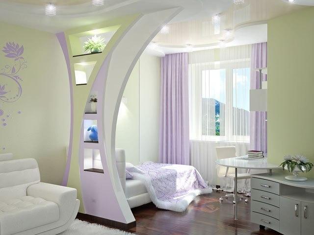 Eine Schiebewand zwischen Küche und Wohnzimmer. Die Küche kombiniert ...